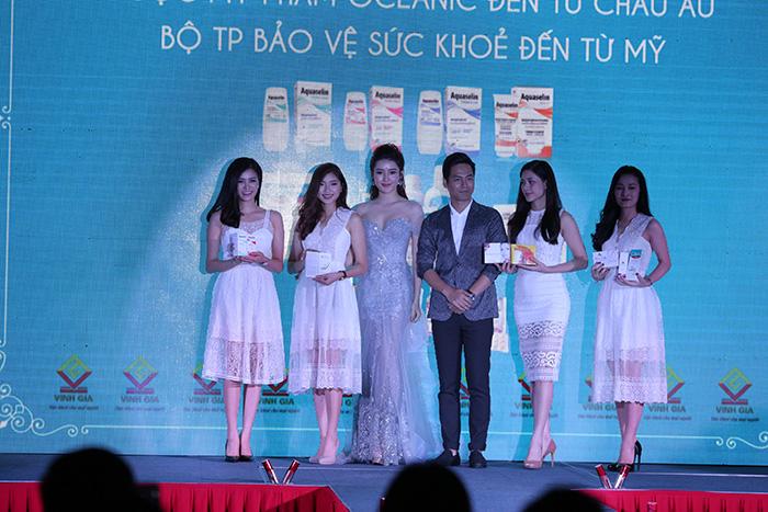 Á hậu Huyền My, MC Phan Anh chia sẻ trải nghiệm đối với bộ sản phẩm ra mắt.